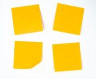 空白通知单便条纸棍子黄色 免版税库存照片