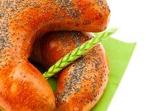 空白面包耳朵查出的罂粟种子 免版税图库摄影