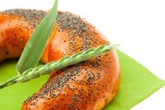 空白面包耳朵查出的罂粟种子 免版税库存照片