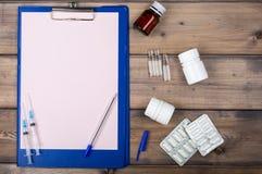 空白页和各种各样药物包装 免版税库存图片