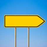 空白黄色路标,方向指针 免版税库存图片