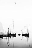 空白黑色的小船 免版税库存图片