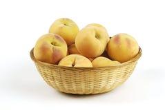 空白黄色的背景关闭查出的桃子 免版税图库摄影