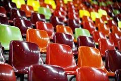 空的体育场位子在晚上 免版税库存图片