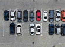 空的停车场在超级市场,鸟瞰图 免版税图库摄影