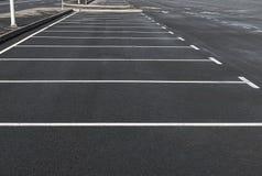 空的停车场室外与标号线 免版税库存图片