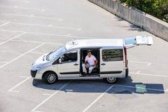 空的停车场的人 免版税库存图片