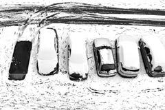 空的停车处 雪汽车 免版税库存照片
