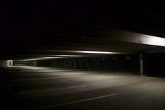 空的停车库在晚上,被渔 免版税库存图片