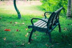 空的公园长椅 免版税图库摄影