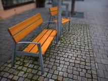 空的公园banches和位子在11月 图库摄影