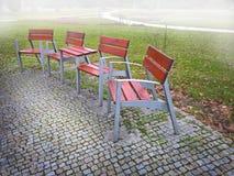 空的公园banches和位子在11月 库存照片
