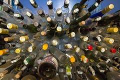 空的兰姆酒装瓶准备好回收 免版税库存照片