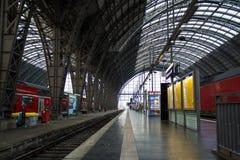 空的内部法兰克福火车站平台曲拱 库存图片