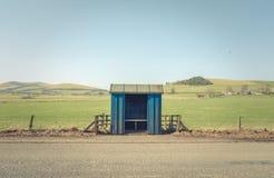 空的农村公车候车厅 库存照片