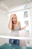 空的冰箱少年 免版税库存图片