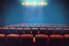 空的剧院观众席或电影戏院与红色位子 库存图片