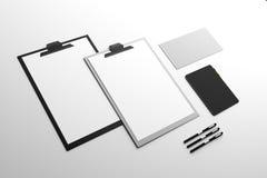空的剪贴板和供应 免版税库存图片