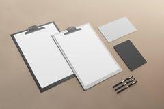 空的剪贴板和供应 免版税库存照片