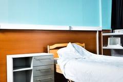 空的医院病房用医疗设备和设备 库存照片