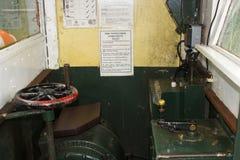 空的司机汽车,有生铁和黄铜控制的,在Hythe的窄片维多利亚女王时代的码头火车南安普敦的Wate 库存照片