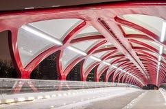 空的和平桥梁在卡尔加里在晚上 图库摄影