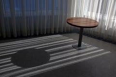 空的圆的木桌 免版税库存图片