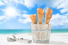空的圆锥形的冰淇淋杯 免版税库存图片