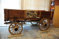 空的在大厅的葡萄酒木无盖货车在被膜博物馆在北部密西西比 库存图片