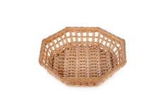 空的在白色背景的八角形物竹篮子 免版税库存图片