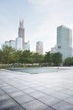 空的城市广场和摩天大楼建造场所 免版税图库摄影