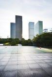 空的城市广场和摩天大楼 图库摄影