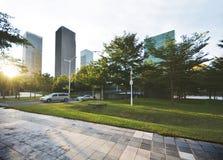 空的城市广场和摩天大楼 免版税库存照片