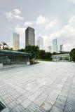 空的城市广场和摩天大楼 库存照片