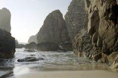 空的多岩石的海滩 库存照片