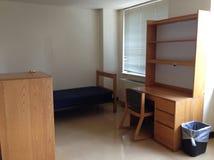 空的学院宿舍室 库存图片
