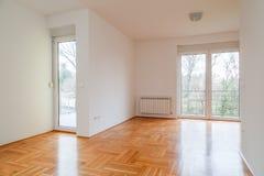 空的室在现代房子里 库存照片