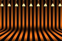 空的室-镶边黑和橙色设计的室与万圣夜卡片背景的灯照明设备 免版税库存照片