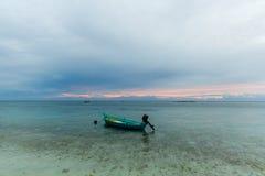 空的小船风景看法在水,亚洲的 免版税库存图片