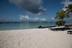 空的懒人准备好海滩行人 库存图片
