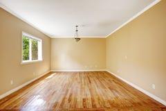 空的房子 有硬木地板的室 免版税图库摄影