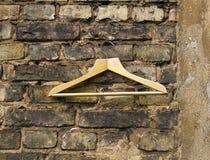 空的挂衣架墙壁 免版税库存照片