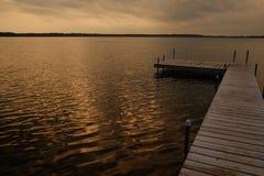 空的木船坞作为太阳设置 库存照片