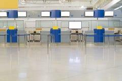 空的机场里面,票 免版税库存照片