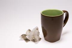 空的杯和茶包 库存图片