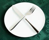 空的板材、叉子和刀子 免版税库存照片