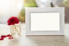 空的框架大模型与在玻璃上升了 免版税库存图片