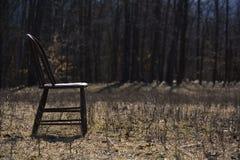 空的椅子在牧场地 免版税库存照片