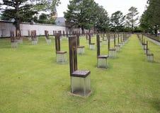 空的椅子的领域,俄克拉何马市纪念品 库存图片
