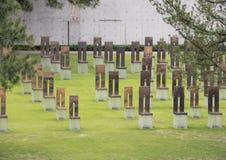 空的椅子的领域,俄克拉何马市纪念品 免版税库存图片